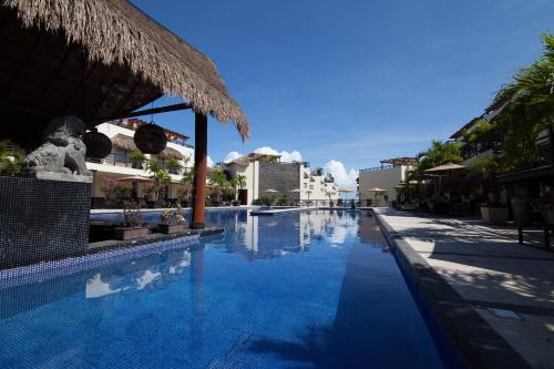 Aldea Thai CondoHotel by Ocean Front Photo