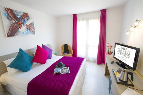 15 Rond-Point Duboys d'Angers, 06400 Cannes, France.