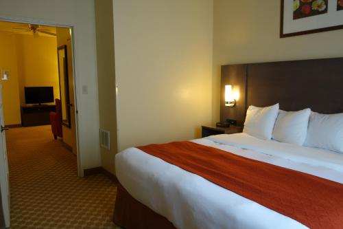 Country Inn & Suites by Radisson, Clinton, IA Photo