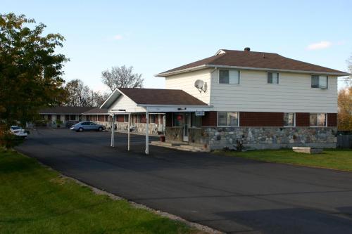 Rogers Motel - Smiths Falls, ON K7A 5B8