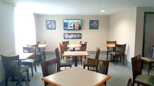 Country Inn & Suites by Radisson, Charlotte I-485 at Highway 74E, NC Photo