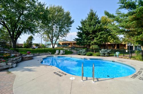 Country Squire Resort - Gananoque, ON K7G 1H4