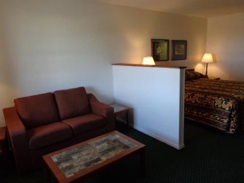 Windcrest Inn And Suites - Fredericksburg, TX 78624