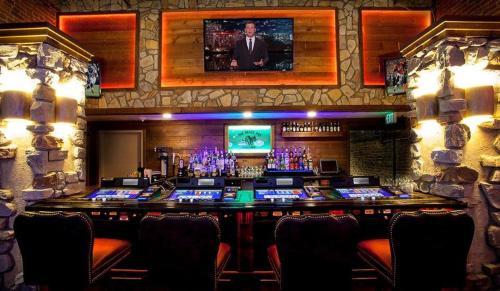 Midnight Rose & Mcgills Casinos