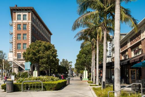 DoubleTree by Hilton Hotel Los Angeles - Westside Photo