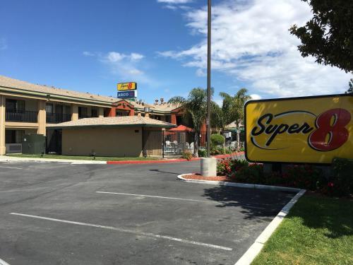 Super 8 Salinas Photo