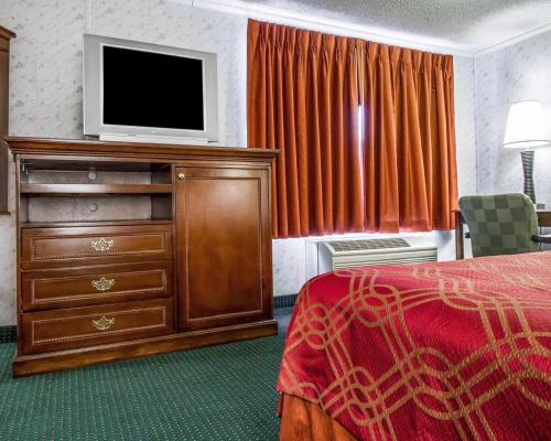 Rodeway Inn & Suites Brunswick Photo