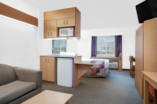 Microtel Inn & Suites by Wyndham Mankato Photo