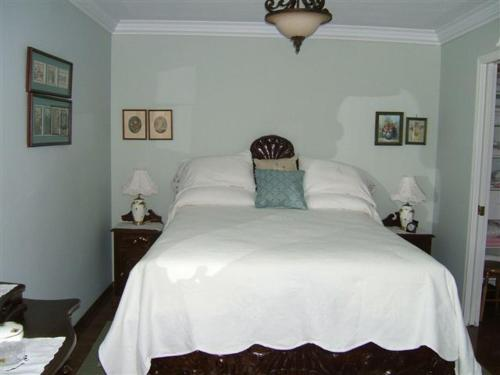 Hummingbird Bed And Breakfast - Clearwater, BC V9B 1E8