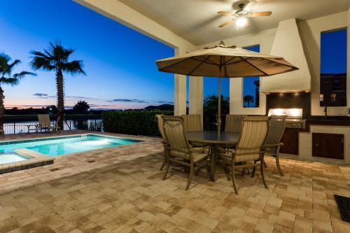 Reunion Golden Sunset Villa Photo