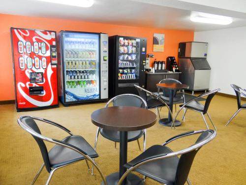 Motel 6 Erie - Erie, PA 16509