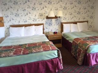Travel Inn Howe - Howe, IN 46746