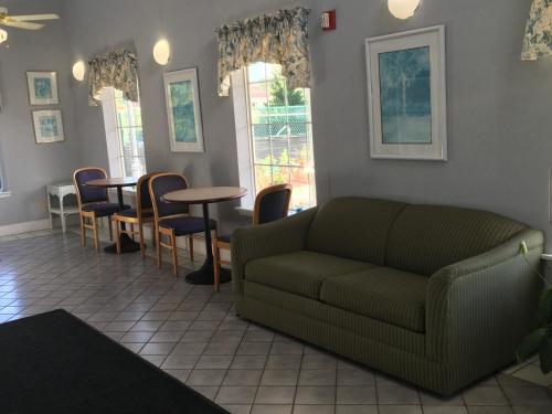 Woodstream Inn - Hogansville, GA 30230