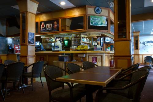 Valemount Hotel - Valemount, BC V0E 2Z0