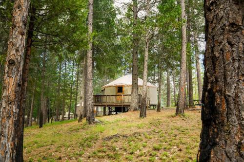 Yosemite Lakes Hillside Yurt 12 Photo