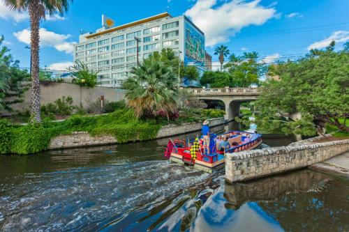 El Tropicano Riverwalk Photo