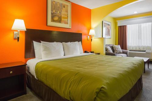 Quality Inn Carthage Photo