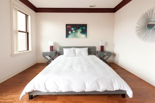 Three-Bedroom on West Fullerton Avenue Apt 4 Photo