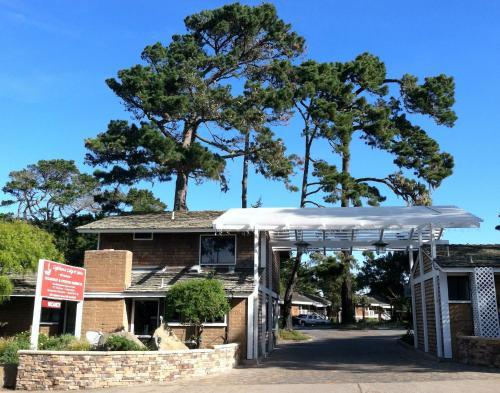 Lighthouse Lodge & Cottages Photo