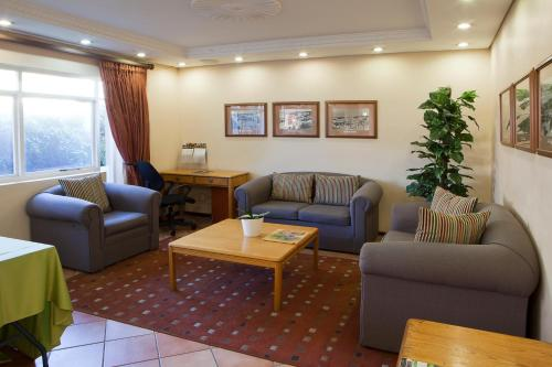 Brookes Hill Suites Hotel