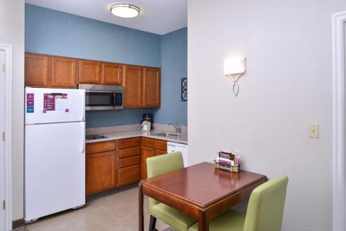 Residence Inn By Marriott Charleston Downtown/riverview - Charleston, SC 29407