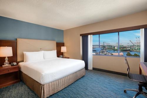 Crowne Plaza Hotel Los Angeles Harbor Photo