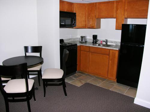 Alouette Sunrise Suites - Old Orchard Beach, ME 04064