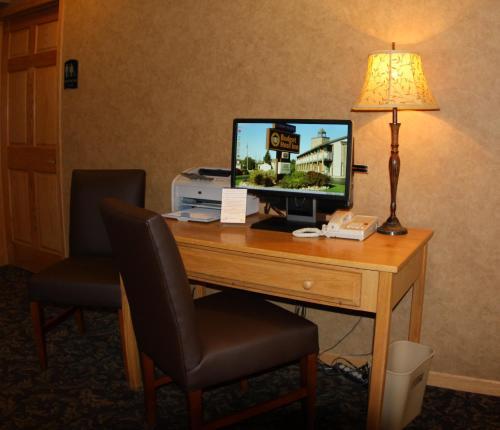 Budget Host Inn & Suites Photo