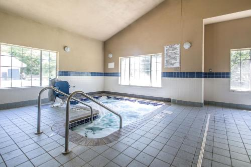 Quality Inn & Suites East Troy Photo