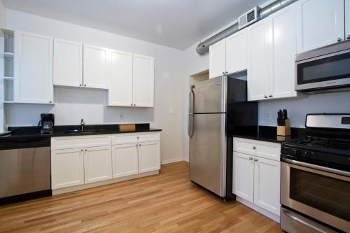 Four-bedroom On W Grace Street Apt 1w