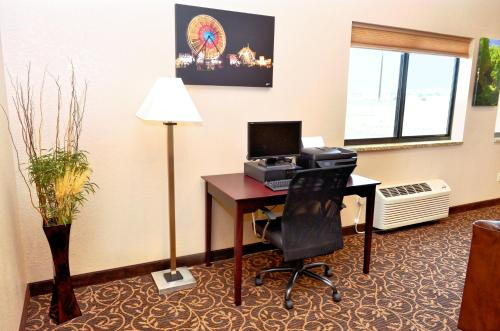 Boulders Inn & Suites Monticello - Monticello, IA 52310