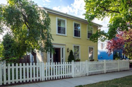 Queen Regent Bed & Breakfast - Niagara On The Lake, ON L0S 1J0