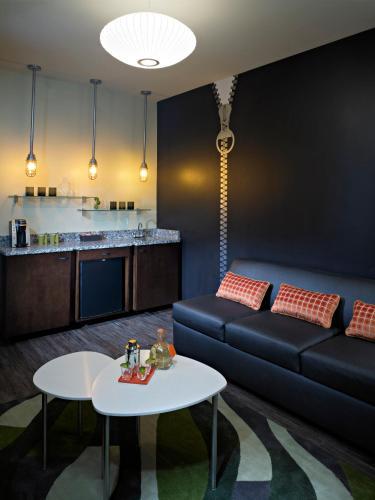 Acme Hotel Company Chicago - Chicago, IL 60611