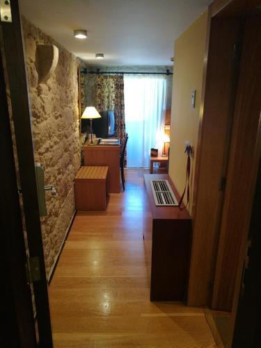 Budget Single Room Hotel Pazo de Lestrove by Pousadas de Compostela 2