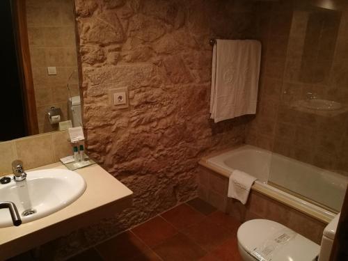 Budget Single Room Hotel Pazo de Lestrove by Pousadas de Compostela 3