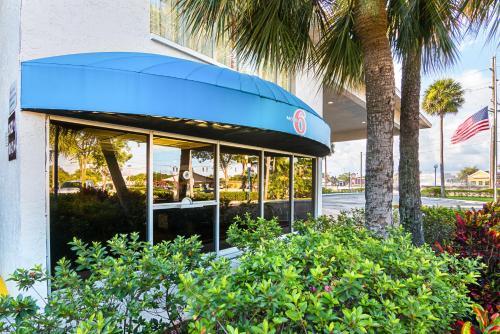 Motel 6 - Tampa Fairgrounds Photo