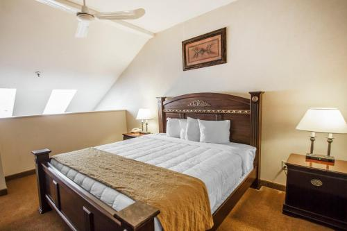 Rodeway Inn and Suites Torrington Photo