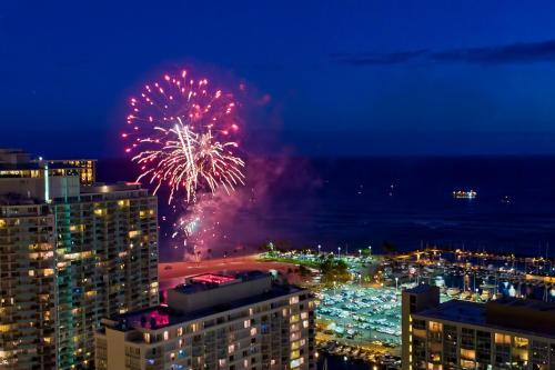 Marina Tower Waikiki Photo