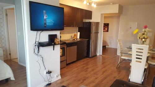 Lavish Suites - Brand New Two Bedroom - Cn Tower View - Toronto, ON M6K 0A5