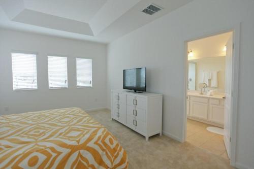 4511 Monado House Photo