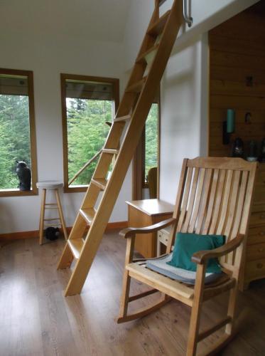 John's Perch Mountain Cabin - Hagensborg, BC V0T 1H0