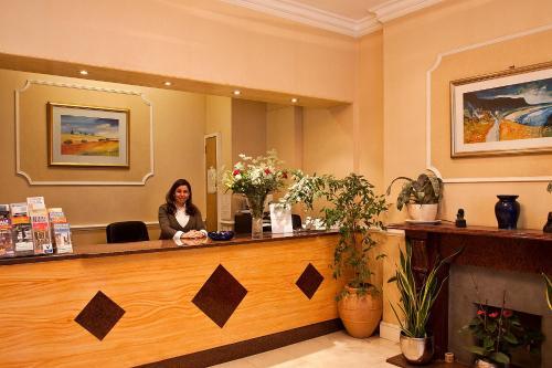 Avon Hotel photo 2