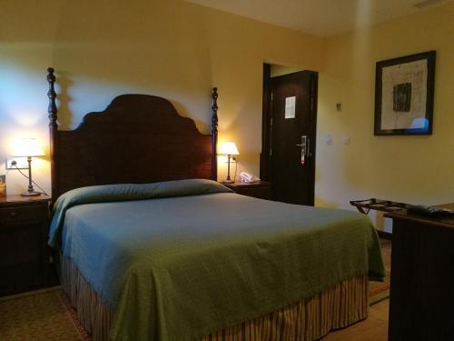 Standard Double Room - single occupancy Hotel Pazo de Lestrove by Pousadas de Compostela 3