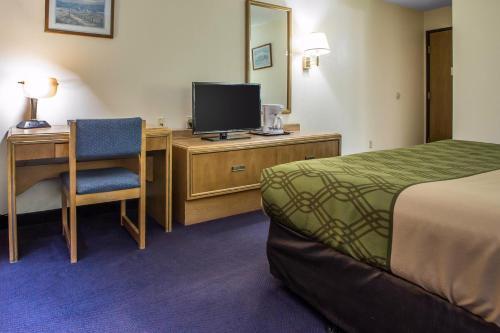 Econo Lodge Inn & Suites Dubuque Photo
