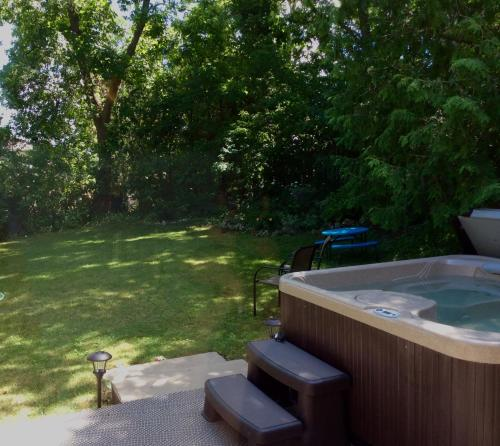 South Side Bed And Breakfast - Barrie, ON L4N 3P6