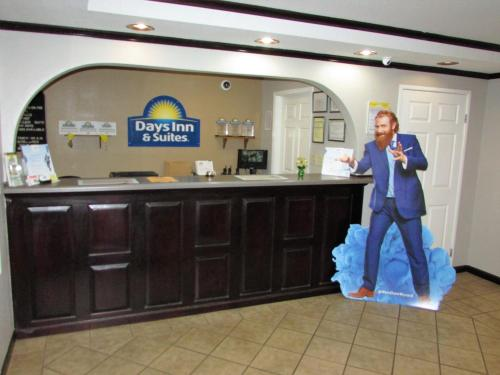Days Inn and Suites Fort Valley Photo