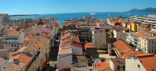 77 Rue d'Antibes, 06400 Cannes, France.