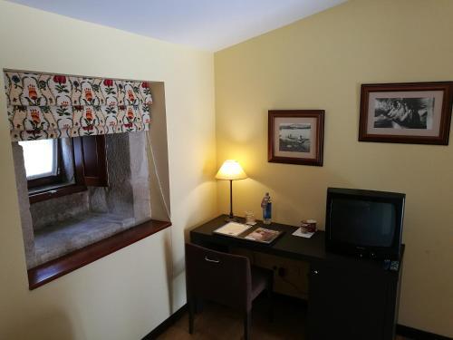 Budget Double Room Hotel Pazo de Lestrove by Pousadas de Compostela 2
