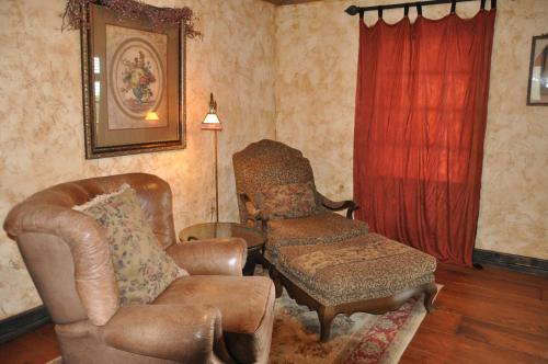 Cats Meow Bed And Breakfast - Fredericksburg, TX 78624