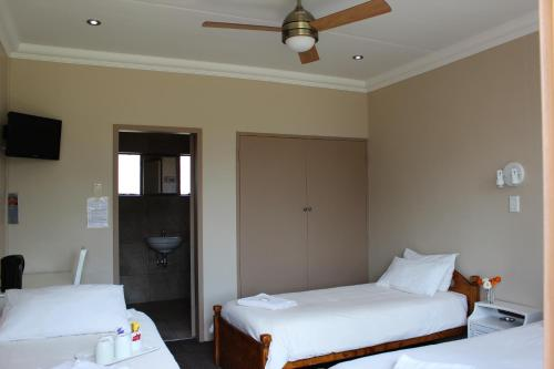 Travel Lodge Photo